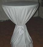 Stehtisch mit weißer Husse
